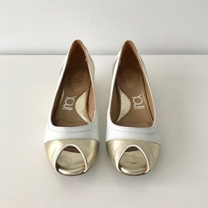 NWT Krem Peep Toe Ballerina Flats, Gold and White